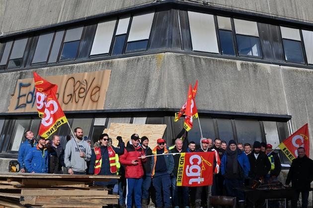 Un piquet de grève devant la centrale hydraulique de Grand'Maison près de Vaujany, dans les Alpes pour protester contre la réforme des retraites, le 22 janvier 2020