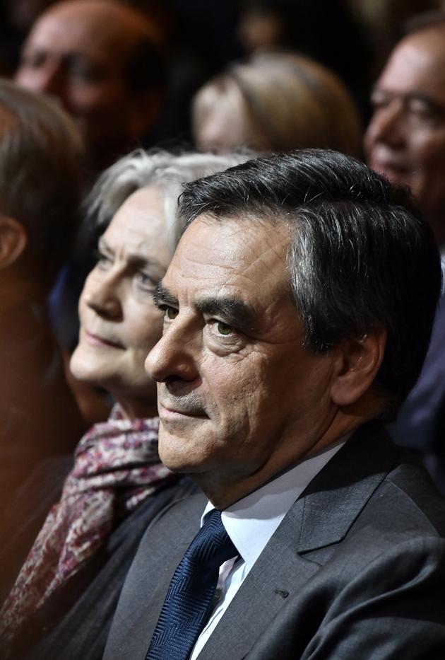 Francois Fillon (au premier plan) et son épouse Penelope, le 25 novembre 2016 à Paris
