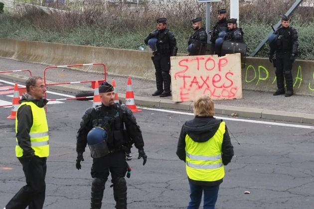 """Manifestation de """"gilets jaunes"""" à Port-La-Nouvelle, dans l'Aude, le 20 novembre 2018"""
