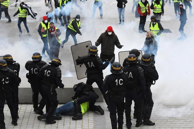 """Echauffourées à Lorient lors d'une manifestation de """"gilets jaunes"""", le 9 février 2019"""
