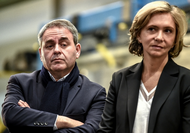 Les présidents des régions Ile-de-France Valérie Pécresse (LR) et Hauts-de-France Xavier Bertrand (ex-LR), visitent une usine Alstom à Petite-Forêt, près de Valenciennes, le 19 février 2019