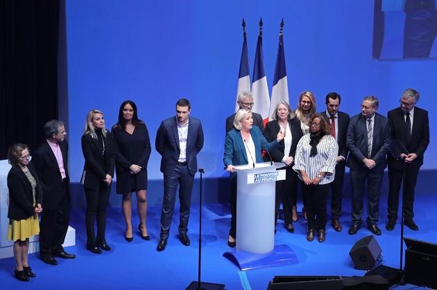 Marine Le Pen (c) lors d'un meeting pour le lancement de la campagne du Rassemblement nationald aux élections européennes de mai 2019, le 13 janvier 2019 à Paris