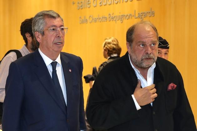 Le maire LR de Levallois-Perret Patrick Balkany (g) et son avocat Eric Dupond-Moretti quittent le tribunal, le 13 mai 2019 à Paris
