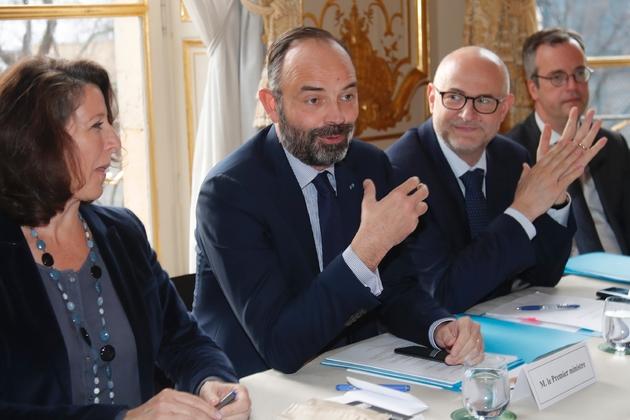 Le Premier ministre Edouard Philippe (c), la ministre de la Santé Agnès Buzyn et le Haut commissaire à la réforme des retraites Laurent Pietraszewski (d) lors d'une réunion à l'Hôtel Matignon, le 10 janvier 2020 à Paris