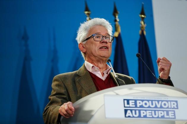 Hervé Juvin intervient lors d'un meeting du RN à Saint-Ebremond-de-Bonfosse le 9 février 2019