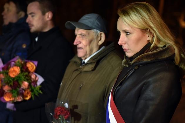 Marion Maréchal-Le Pen, députée FN, visite un monument à la mémoire de l'escadron de chasse français Normandie-Niemen, à Moscou le 16 novembre 2016