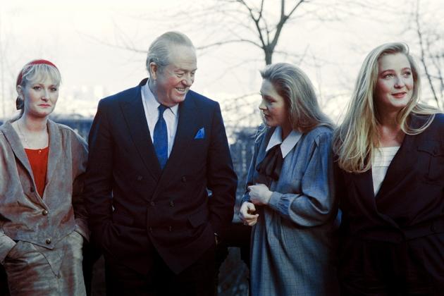 Jean-Marie Le Pen entouré en 1988 de ses filles Yann, Marie-Caroline et Marine