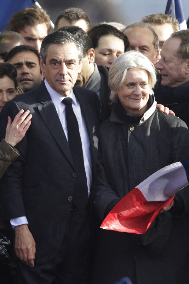 François Fillon et son épouse Penelope Fillon lors d'un rassemblement place du Trocadéro, le 5 mars 2017 à Paris