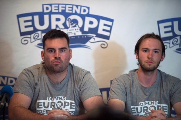Jean David Cattin (g) et  Damiano Gioranna, militants d'extrême droite, en conférence de presse le 19 août 2017, à Lyon
