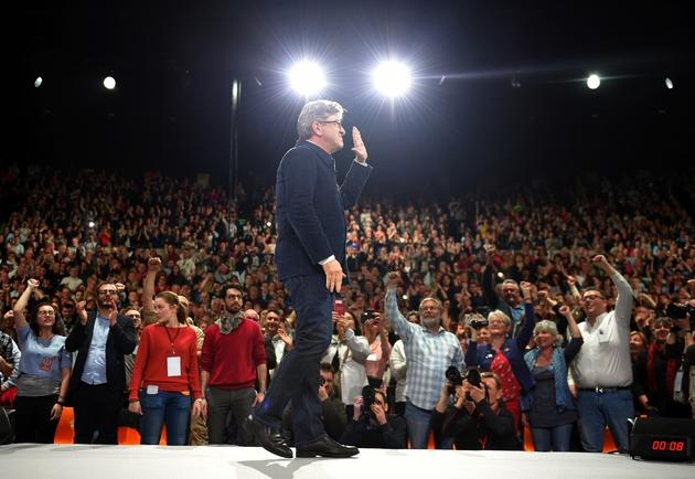 """Le candidat du mouvement """"La France insoumise"""" Jean-Luc Mélenchon, lors d'un meeting à Deols, dans le centre de la France, le 2 avril 2017"""