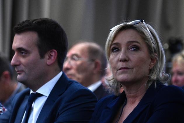 Marine Le Pen, candidate Front national à la présidentielle, le 9 décembre 2016 à Paris est assiste à côté de Florian Philippot, vice-président du Front national