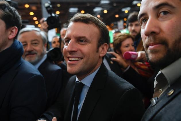 Le candidat de En Marche ! Emmanuel Macron au salon Livre Paris, à Paris le 24 mars 2017, Paris le 24 mars 2017