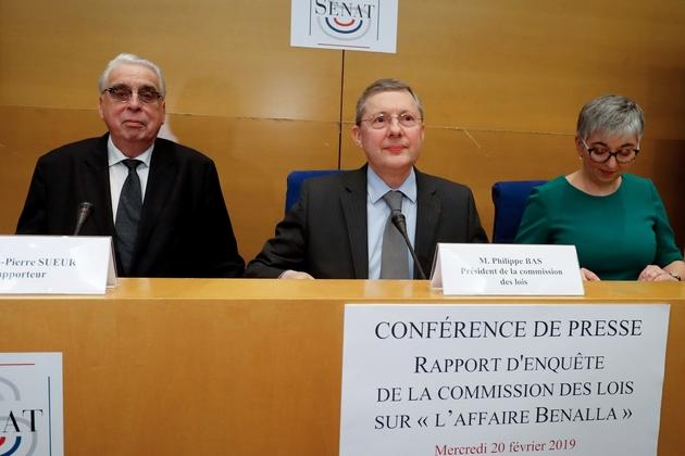 Le président de la commission des Lois, Philippe Bas (g), les sénateurs Muriel Jourda (d) et Jean-Pierre Sueur présentent le rapport de la commission d'enquête sur l'affaire Benalla, le 20 février 2019 à Paris
