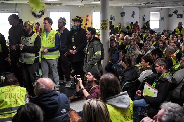 """Des """"gilets jaunes"""" participent à la deuxième """"Assemblée des assemblées"""" à la """"Maison du Peuple"""", le 5 avril 2019 à Saint-Nazaire"""