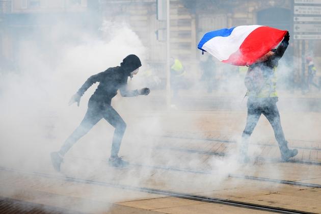 """Des protestataires lors de la mobilisation des """"gilets jaunes"""", le 12 janvier 2019 au Mans"""