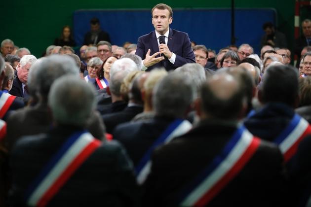 Le président Emmanuel Macron devant les maires normands réunis à Grand Bourgtheroulde, le 15 janvier 2019