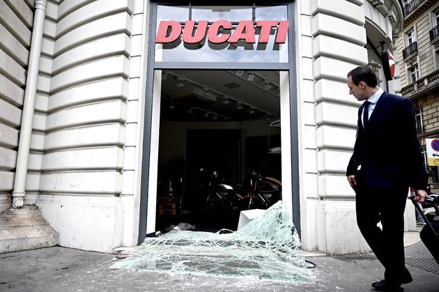 Le magasin Ducati avenue de la Grande Armée à Paris, le 12 jiullet 2019