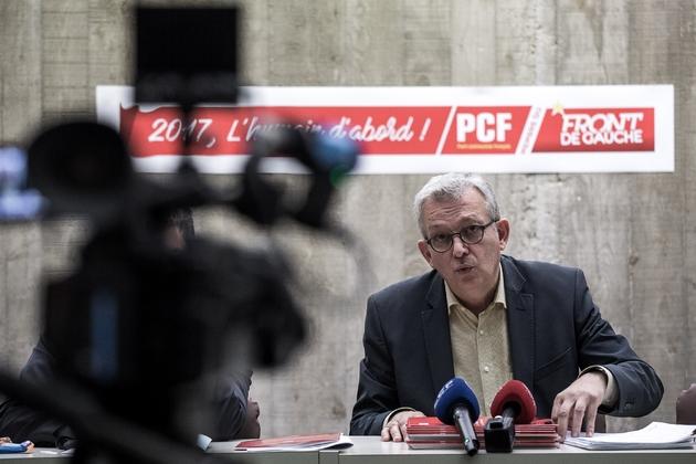 Le secrétaire général du PCF Pierre Laurent lors d'une conférence de presse le 1er décembre 2017 à Paris