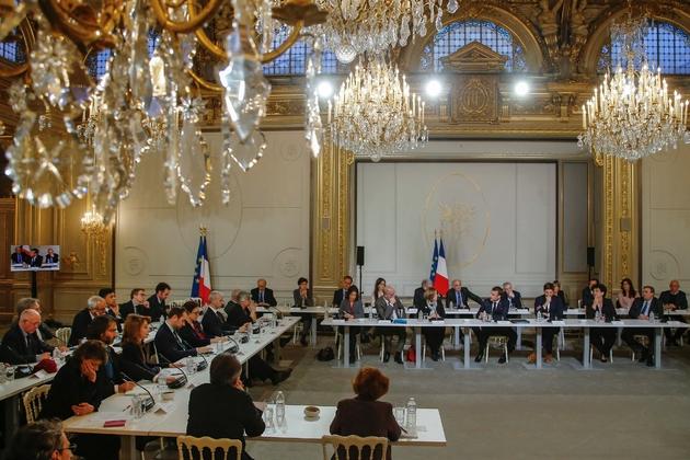 Emmanuel Macron et une soixantaine d'intellectuels à l'Elysée le 18 mars 2019