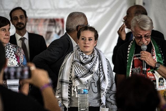 La Palestinienne Ahed Tamimi (C) à la Fête de l'Humanité pour participer à un débat, le 15 septembre 2018 à La Courneuve, près de Paris