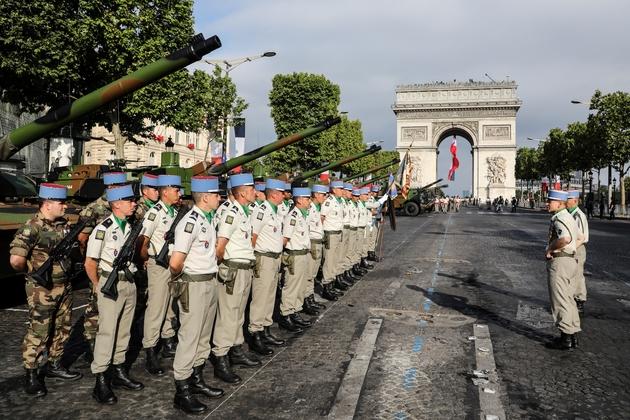 Vue sur les Champs-Elysees avant le début du défilé du 14 juillet 2019