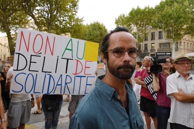 Le militant Cédric Herrou le 8 août 2017 à Aix-en-Provence lors de son procès pour aide aux migrants