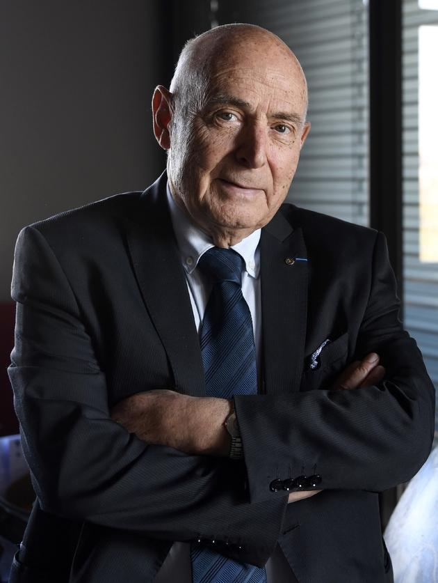 Alain Sitbon pose au siège du Centre de relations publiques et sociales (CRPS), qu'il a fondé, à Rillieux-la-Pape près de Lyon, dans le Rhône, le 18 octobre 2018