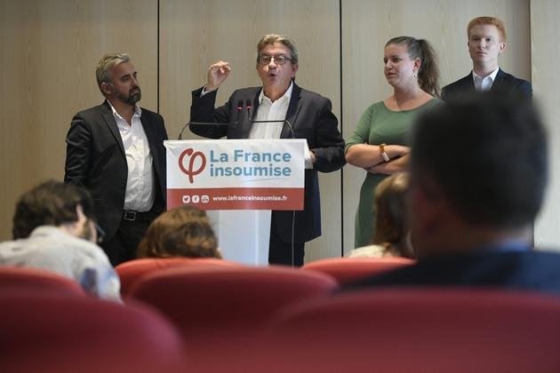 Le leader de La France Insoumise (LFI) Jean-Luc Mélenchon s'exprime lors d'une conférence de presse à Paris le 12 septembre 2019 avec à ses côtés les députés LFI Alexis Corbière (G), Mathilde Panot et Adrien Quatennens (D)