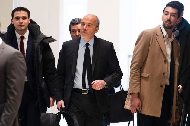 Le PDG d'Orange, Stéphane Richard (c), arrive au tribunal, le 11 mars 2019 à Paris