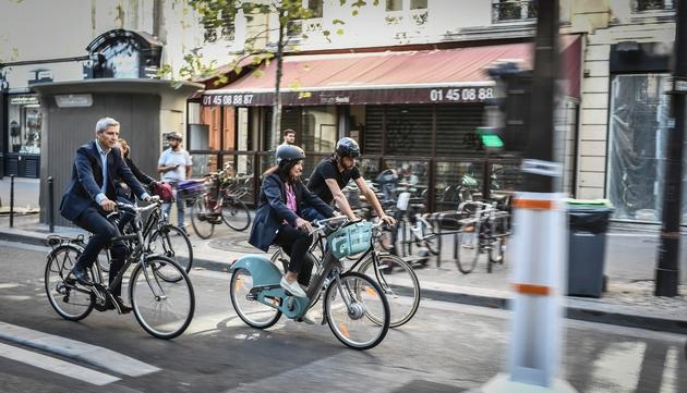 La maire de Paris Anne Hidalgo à vélo à Paris, le 4 septembre 2019