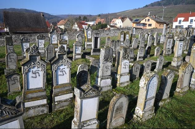 Le cimetière juif de Westhoffen, le 4 décembre 2019, après la profanation de 107 tombes