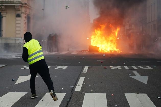 """Heurts entre manifestants et forces de l'ordre lors d'une manifestation des """"gilets jaunes"""" à Rouen, le 5 janvier 2019"""