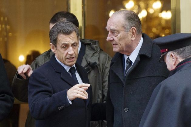 Nicolas Sarkozy et Jacques Chirac le 21 janvier 2011 sortant d'un restaurant parisien, après un déjeuner consacré à la préparation des G8 et G20