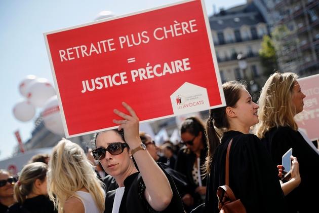 Une avocate dans une manifestation contre la réforme des retraites, à Paris, le 16 septembre 2019