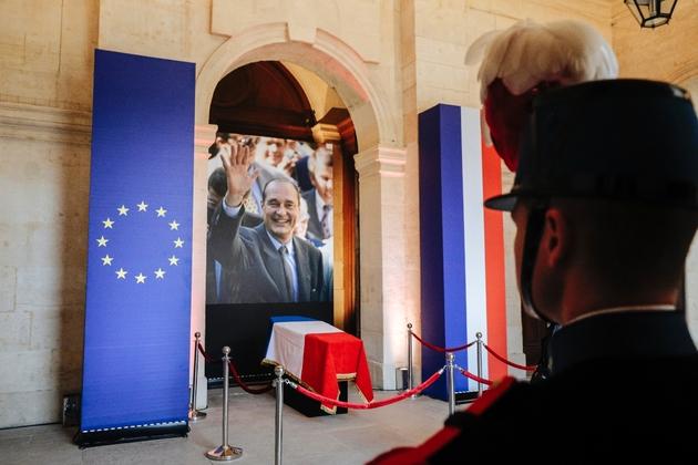 Le cercueil de l'ancien président Jacques Chirac à la cathédrale Saint-Louis des Invalides, le 29 septembre 2019 à Paris