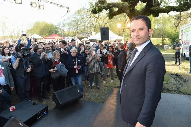 Le candidat socialiste à la présidentielle, Benoît Hamon, lors d'une réunion publique à Captieux, le 16 avril 2017
