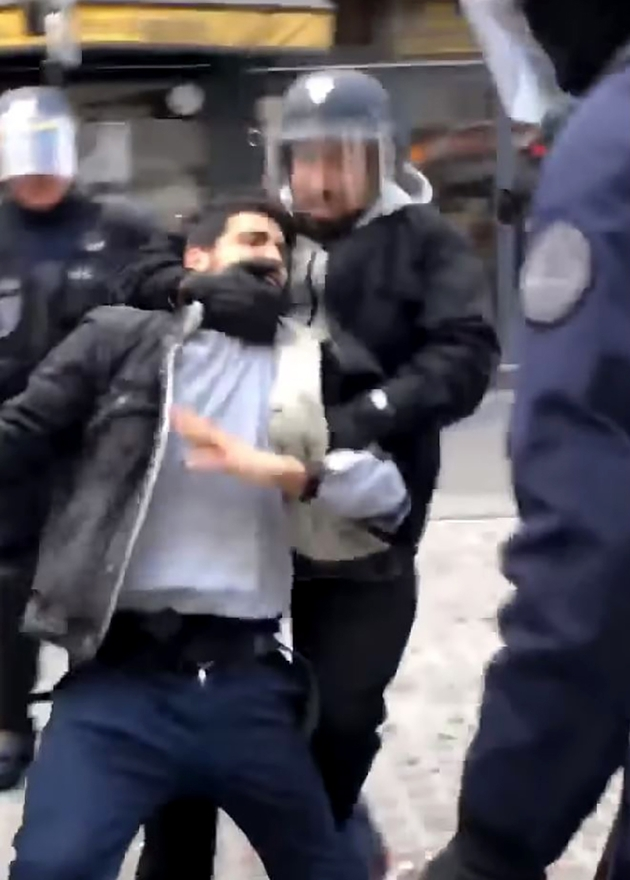 Capture de la vidéo filmée par un militant LFI montrant Alexandre Benalla maîtrisant violemment un manifestant le 1er-Mai à Paris