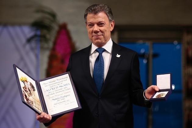 Le président colombien Juan Manuel Santos reçoit le prix Nobel de la paix à Oslo en Norvège, le 10 décembre 2016