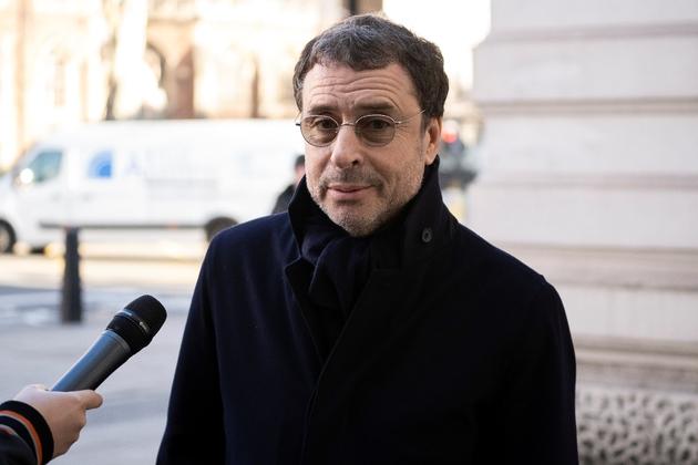 L'homme d'affaires Alexandre Djouhri quitte le tribunal de Westminster, le 26 février 2019 à Londres
