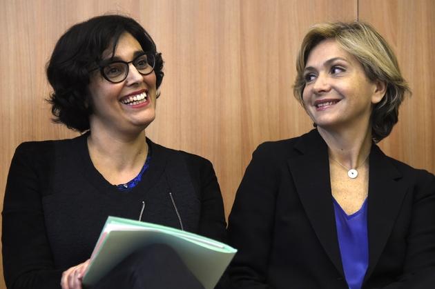 Valérie Pécresse et Myriam El Khomri pendant la signature d'une convention sur l'emploi entre l'Etat et la région Ile de France le 14 avril 2016