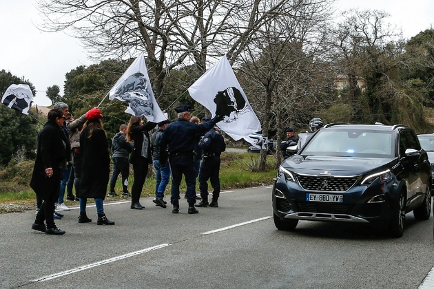Des drapeaux corses à Belvédère-Campomoro en Corse le 4 avril 2019
