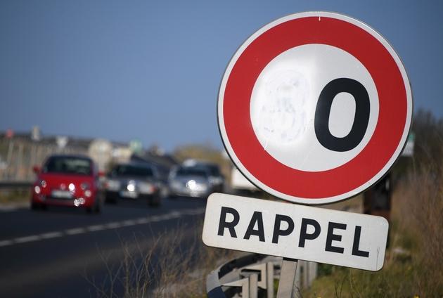 Le 8 du panneau de limitation de vitesse à 80 km/h peint en blanc, près de Sète, le 29 mars 2019