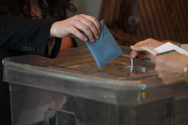 Le juge d'instruction chargé de l'enquête sur les soupçons d'achats de votes à Corbeil-Essonnes a ordonné le renvoi devant le tribunal correctionnel de sept personnes, dont l'actuel maire de l'ancien fief électoral de Serge Dassault