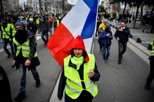 """Une manifestante des """"gilets jaunes"""" lors d'un rassemblement, le 12 janvier 2019 à Nantes"""