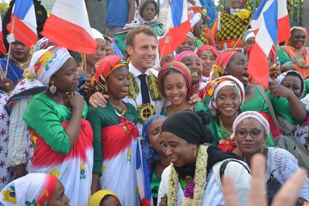 Le président Emmanuel Macron juste avant sa visite à la Réunion, à M'tsamboro (Mayotte), le 22 octobre 2019