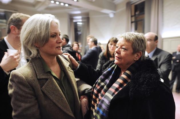 Penelope Fillon saluée par Sylvie Fourmont, la secrétaire particulière de son mari, le 2 février 2017 à Paris