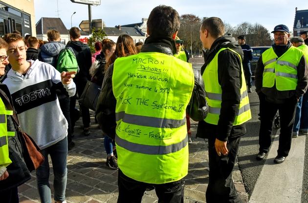 """Protestation de """"gilets jaunes"""" le 9 novembre 2018 à Albert (Somme)"""