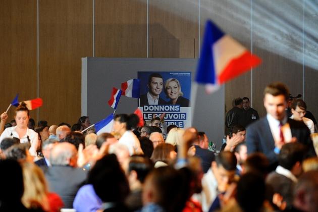 Une affiche de Marine Le Pen, présidente du Rassemblement National, et de Jordan Bardella, tête de liste RN pour les Européennes, lors d'un meeting à Metz, le 1er mai 2019