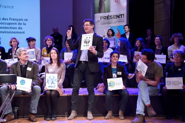 """Les représentants d'ONG lors du lancement d'un """"appel des solidarités"""" le 23 mars 2017 à Paris"""