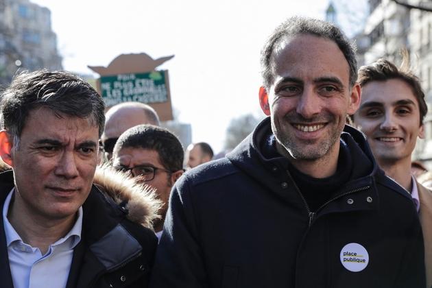 Le premier secrétaire du PS Olivier Faure (à gauche) et l'essayiste Raphaël Glucksmann (à droite), lors de la marche pour le climat, à Paris le 16 mars 2019